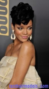 rihanna4 165x300 Rihanna With Tapered Hairstyle