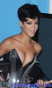 rihanna71 179x300 Rihanna With Tapered Hairstyle