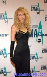 taylor swift2 183x300 Taylor Swift With Big Curls