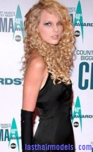 taylor swift3 183x300 Taylor Swift With Big Curls