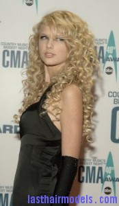 taylor swift4 174x300 Taylor Swift With Big Curls