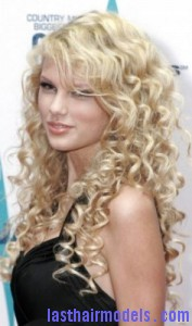 taylor swift6 177x300 Taylor Swift With Big Curls