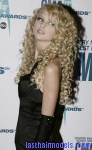 taylor swift8 185x300 Taylor Swift With Big Curls