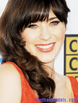 tumblr m5v94pLzpM1rqw994o1 r1 250 Zooey Deschanels front bangs with curls: Girly at her best!