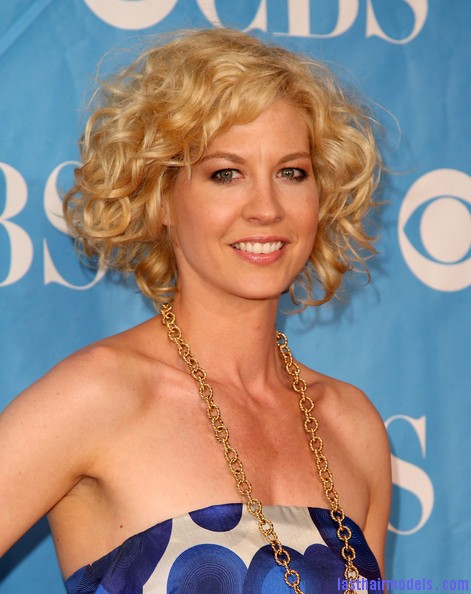2009+CBS+Upfront+ KlN4yJGchGl Jenna Elfman's short frilly curly hairdo: Messy frilly laced hair!!