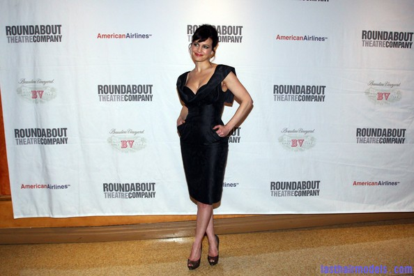 Carla+Gugino+Updos+French+Twist+2TvM6WK HhNl Carla Gugino's front bangs: The 'w' style statement!