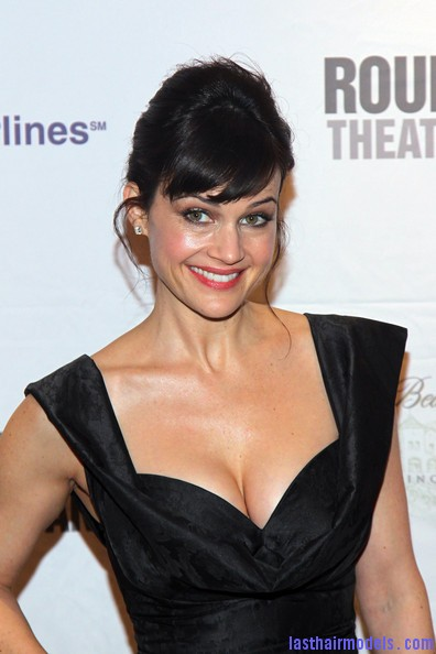 Carla+Gugino+Updos+French+Twist+POVQ9Ixhh1Yl Carla Gugino's front bangs: The 'w' style statement!