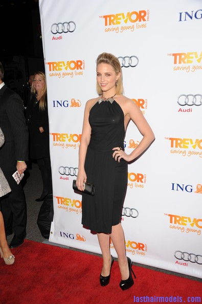 Dianna+Agron+Shoulder+Length+Hairstyles+Medium+hzbvK8VodVMl Dianna Agrons clean front poof: Shoulder length hair made to look awe! 