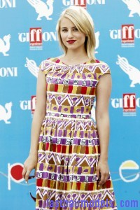 Dianna+Agron+Shoulder+Length+Hairstyles+Medium+m h13ASQAwYl 200x300 Dianna+Agron+Shoulder+Length+Hairstyles+Medium+m h13ASQAwYl