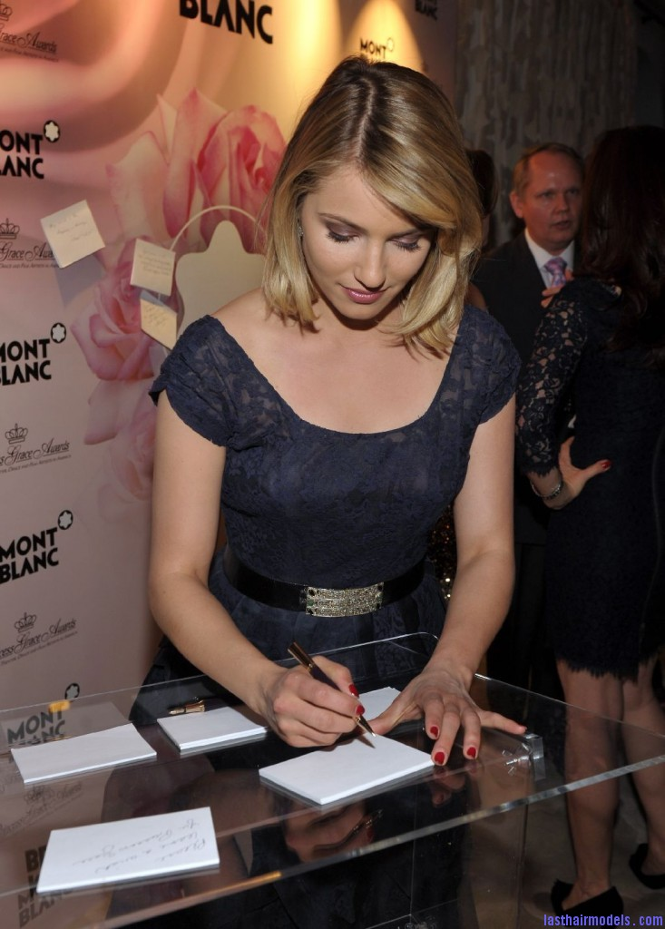 Dianna4 733x1024 Dianna Agron's side swept finger chunks: Simple hairstyle made pristine!