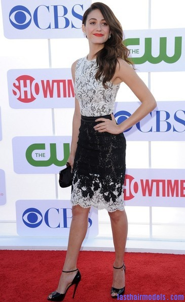 Emmy+Rossum+Long+Hairstyles+Retro+Hairstyle+2cLoaPfrIuDl Emmy Rossum's messy waves: Swept to one side hastily!