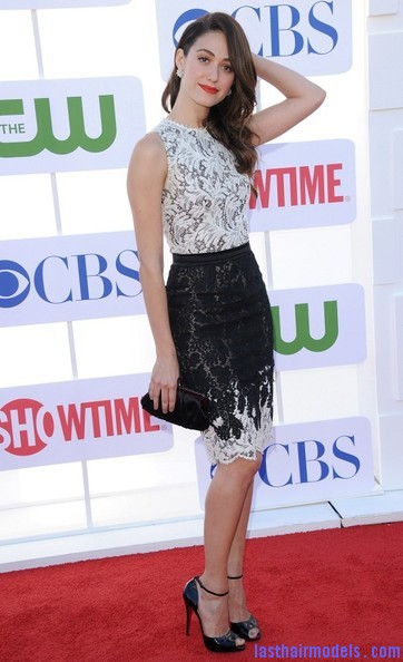 Emmy+Rossum+Long+Hairstyles+Retro+Hairstyle+MmDVsaUFMgBl Emmy Rossum's messy waves: Swept to one side hastily!