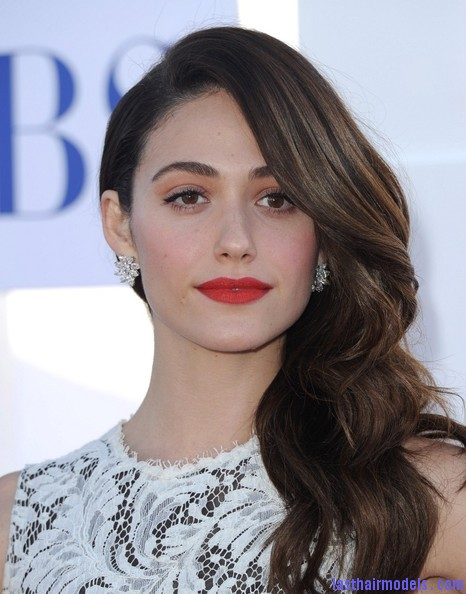 Emmy+Rossum+Long+Hairstyles+Retro+Hairstyle+QK0WOYXuhxBl Emmy Rossum's messy waves: Swept to one side hastily!