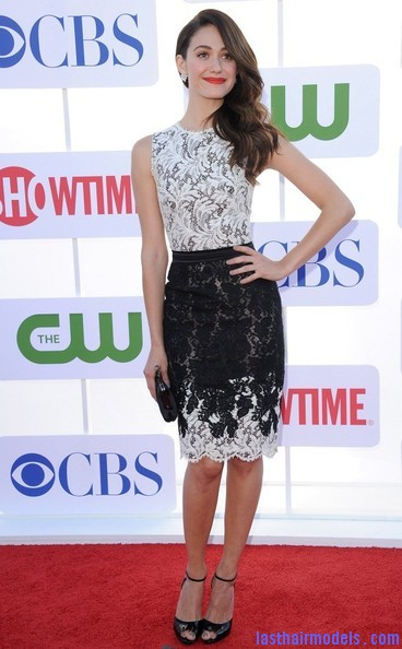 Emmy+Rossum+Long+Hairstyles+Retro+Hairstyle+QhDIJz6icfKl Emmy Rossum's messy waves: Swept to one side hastily!