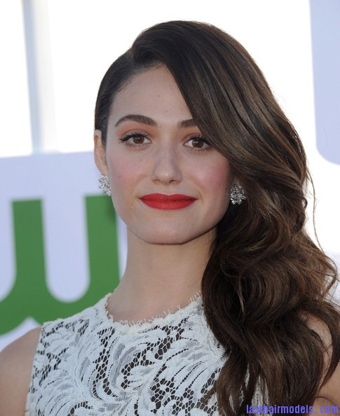 Emmy+Rossum+Long+Hairstyles+Retro+Hairstyle+Qp8V4jCOjIEl Emmy Rossum's messy waves: Swept to one side hastily!