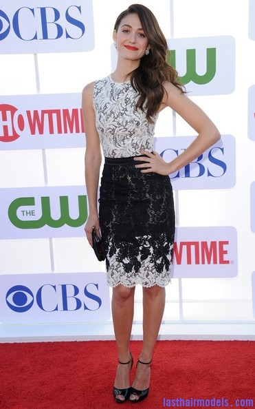 Emmy+Rossum+Long+Hairstyles+Retro+Hairstyle+bVR8CUzAOeSl Emmy Rossum's messy waves: Swept to one side hastily!