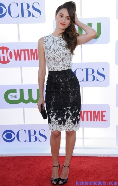 Emmy+Rossum+Long+Hairstyles+Retro+Hairstyle+mJS3IrlKhTMl Emmy Rossum's messy waves: Swept to one side hastily!