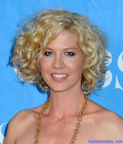 Jenna Elfman1 Jenna Elfman's short frilly curly hairdo: Messy frilly laced hair!!