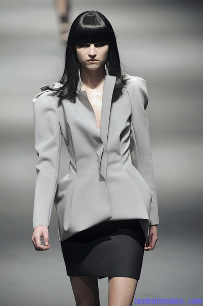 Lanvin+Fall+2010+AVbr9o16XgYl Simple straight loose hair with ruling bangs: Dark sleekness!