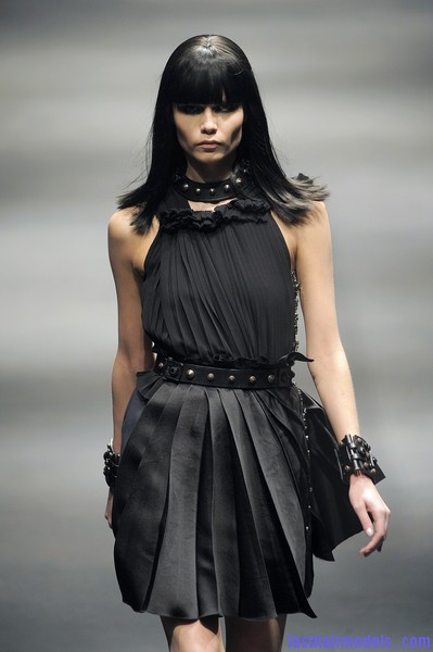 Lanvin+Fall+2010+WNjRZ5cyP3Yl Simple straight loose hair with ruling bangs: Dark sleekness!