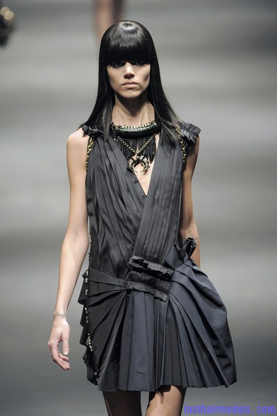 Lanvin+Fall+2010+z28 UNY9Lxzl Simple straight loose hair with ruling bangs: Dark sleekness!