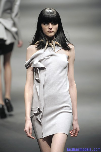 Lanvin+Fall+2010+z732R AXB5il Simple straight loose hair with ruling bangs: Dark sleekness!