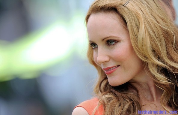 Leslie+Mann+Long+Hairstyles+Long+Curls+FKgraACPbEml Leslie Mann's bouncy curls: Bouncing for life!