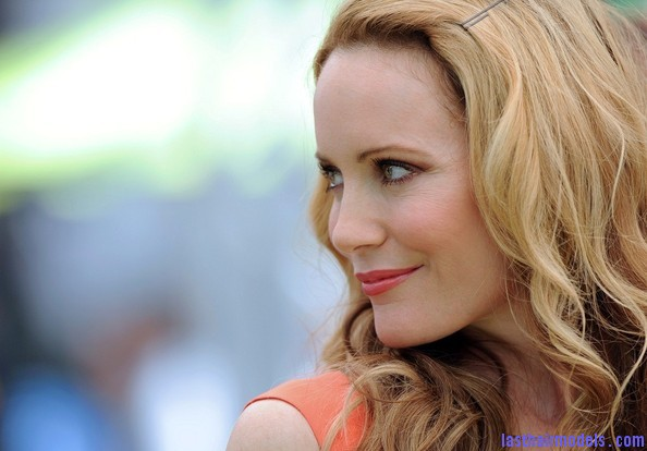 Leslie+Mann+Long+Hairstyles+Long+Curls+xo4u zY3QEYl Leslie Mann's bouncy curls: Bouncing for life!