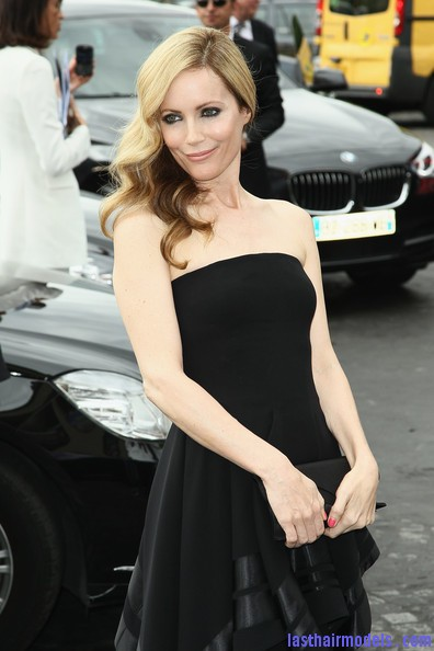Leslie+Mann+Long+Hairstyles+Retro+Hairstyle+Et6zv3O  19l Leslie Mann's perfect waves: Swept to one side beautifully!