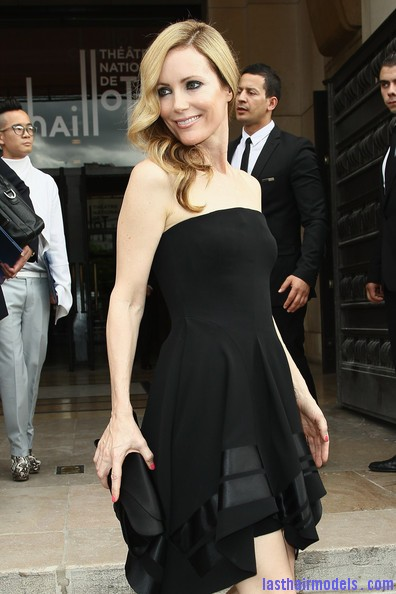 Leslie+Mann+Long+Hairstyles+Retro+Hairstyle+GSK8Kk uc6il Leslie Mann's perfect waves: Swept to one side beautifully!