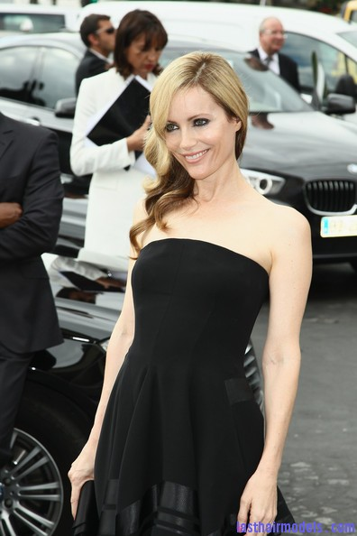 Leslie+Mann+Long+Hairstyles+Retro+Hairstyle+TzXQP8Ffk0Cl Leslie Mann's perfect waves: Swept to one side beautifully!
