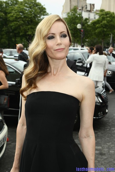 Leslie+Mann+Long+Hairstyles+Retro+Hairstyle+jjSFI xUxN7l Leslie Mann's perfect waves: Swept to one side beautifully!