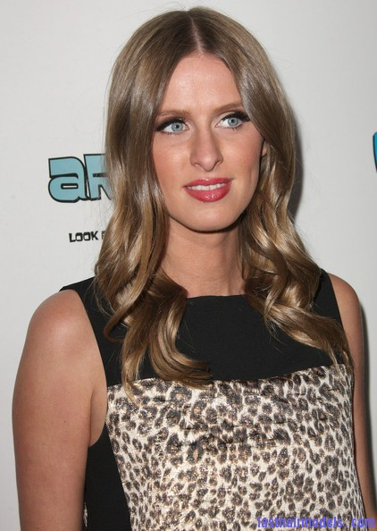 Nicky+Hilton+Long+Hairstyles+Long+Curls+GW2kjxTCxLBl Nicky Hilton's chunky curls: Polished to perfection!