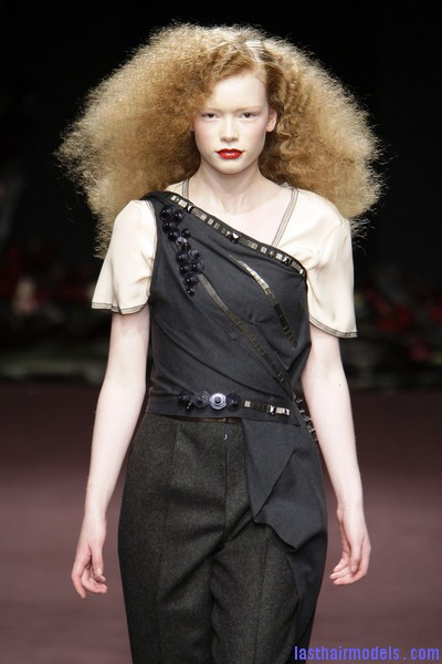 Roksanda+Ilincic+Fall+2010+0OYQhtVvil8l Ultra  frizzy manes: Nineties in fashion!