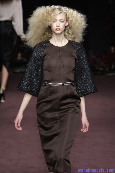 Roksanda+Ilincic+Fall+2010+FsoV5ZASxhkl Ultra  frizzy manes: Nineties in fashion!