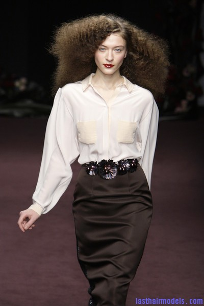 Roksanda+Ilincic+Fall+2010+VELai9kFEnWl Ultra  frizzy manes: Nineties in fashion!