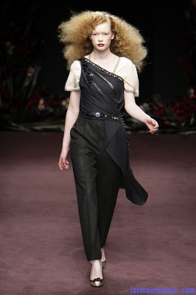 Roksanda+Ilincic+Fall+2010+cDawAtp0P8Wl Ultra  frizzy manes: Nineties in fashion!