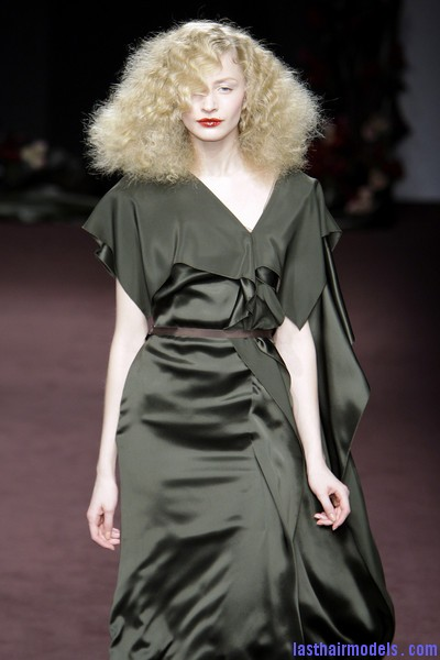 Roksanda+Ilincic+Fall+2010+n2rajTZEU4tl Ultra  frizzy manes: Nineties in fashion!