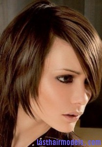 diagonal bob5 209x300 Diagonal Bob Hairstyle