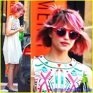 dianna agron pink hair Dianna Agron's funky pink hairdo: Modern funkiness at its cutest!