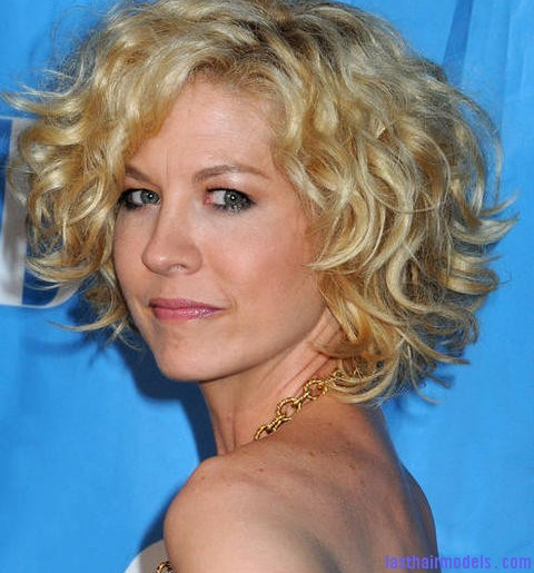 jenna elfman 2009 cbs upfront presentation gKpOnP Jenna Elfman's short frilly curly hairdo: Messy frilly laced hair!!
