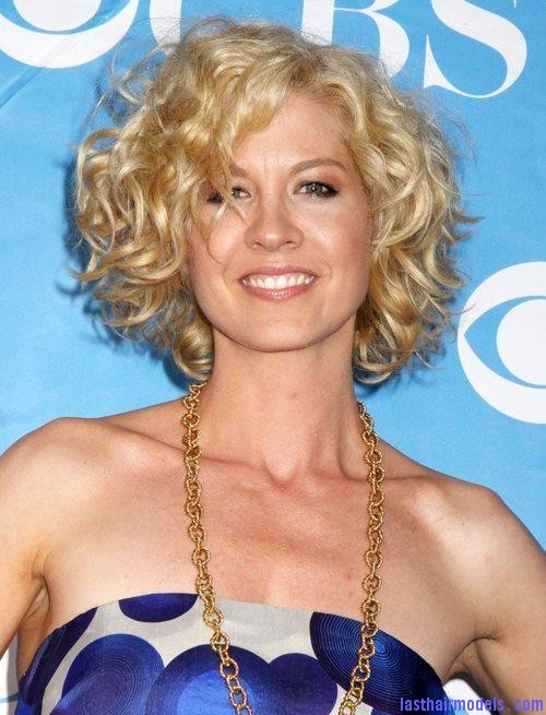 jenna elfman 5299120 Jenna Elfman's short frilly curly hairdo: Messy frilly laced hair!!