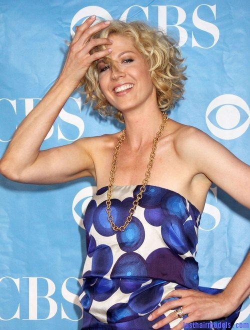jenna elfman 5299121 Jenna Elfman's short frilly curly hairdo: Messy frilly laced hair!!