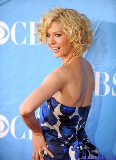 joqyvzbu01q0j0q0 Jenna Elfman's short frilly curly hairdo: Messy frilly laced hair!!