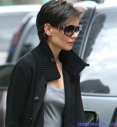 katie holmes pixie hairstyle1 Katie Holmes short crop hairstyle: Sexy and attractive!