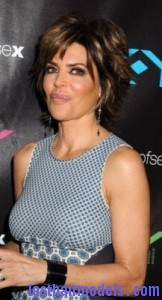 lisa rinna4 162x300 Short Shag Hairstyle