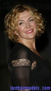 natasha richardson2 168x300 Hairstyle With Blonde Curls
