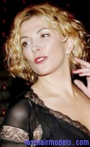 natasha richardson4 184x300 Hairstyle With Blonde Curls