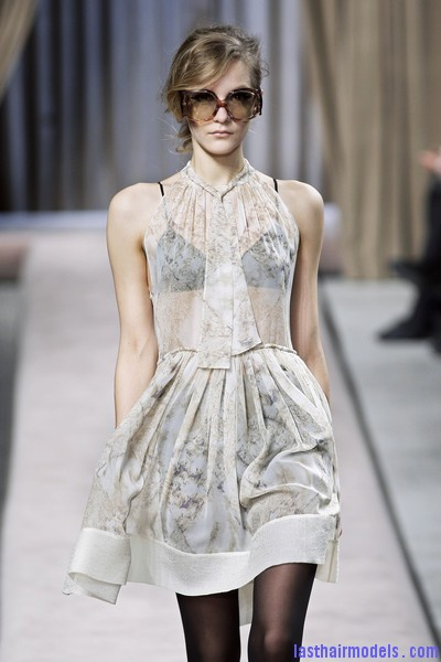 Giambattista+Valli+Fall+2010+XGZIu6wom4Ll Messy side partitioned ponytails: Fluffy and messy looks on the row!