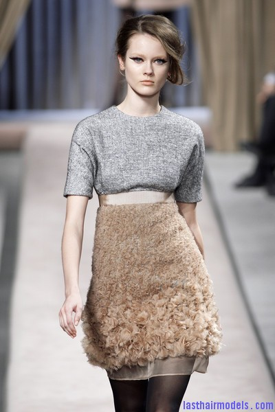 Giambattista+Valli+Fall+2010+olDEVxBrEWtl Messy side partitioned ponytails: Fluffy and messy looks on the row!